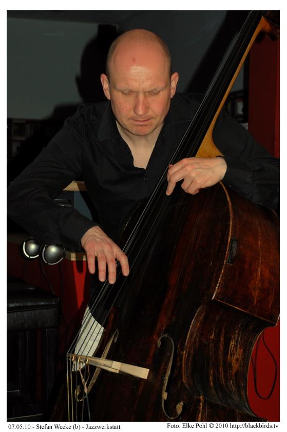 Stefan Weeke (b) - Jazzwerkstatt 07.05.10 - Foto: Elke Pohl