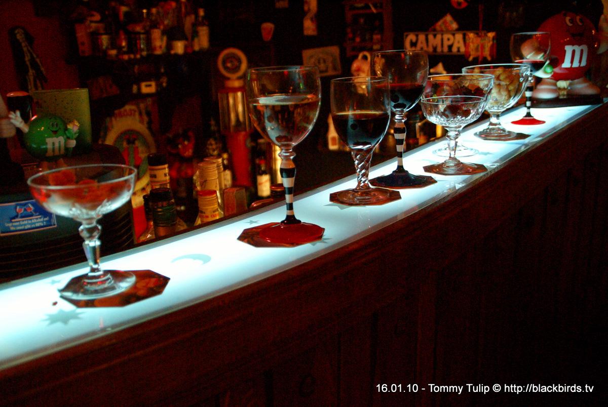 An der Bar, an der Bar, warum stehen die da? (Spliff, Das Blech)