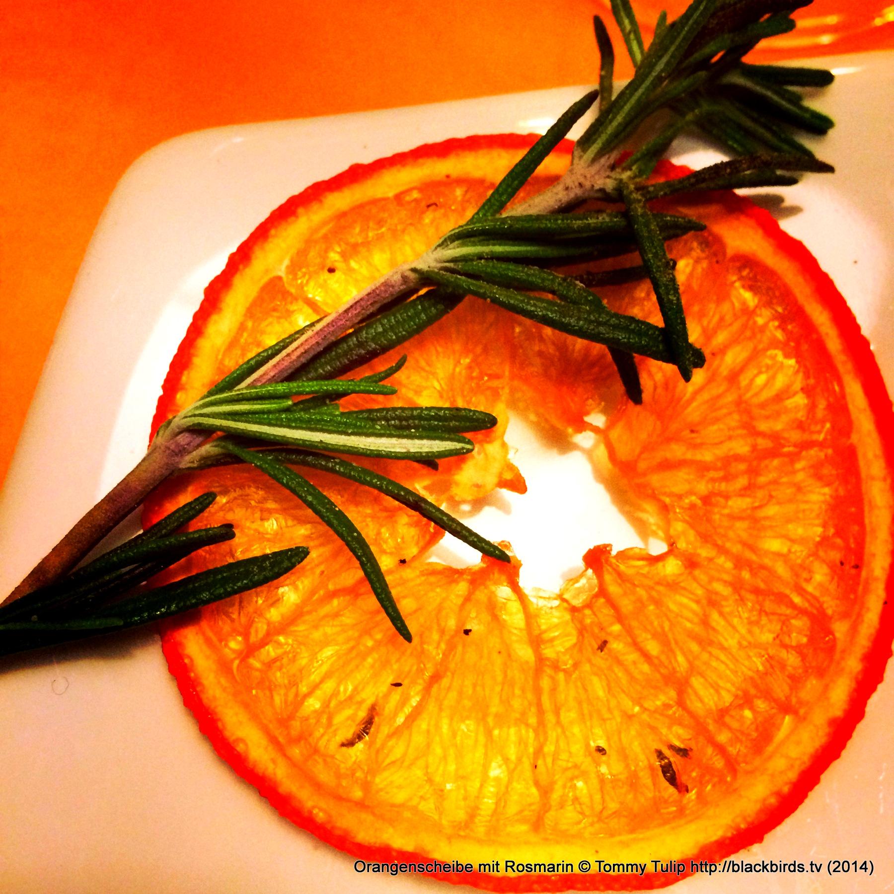Orangenscheibe mit Rosmarin